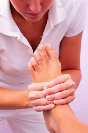 31416098 - physiotherapy foot reflexology